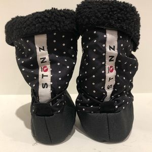 STONZ / black baby booties with liner